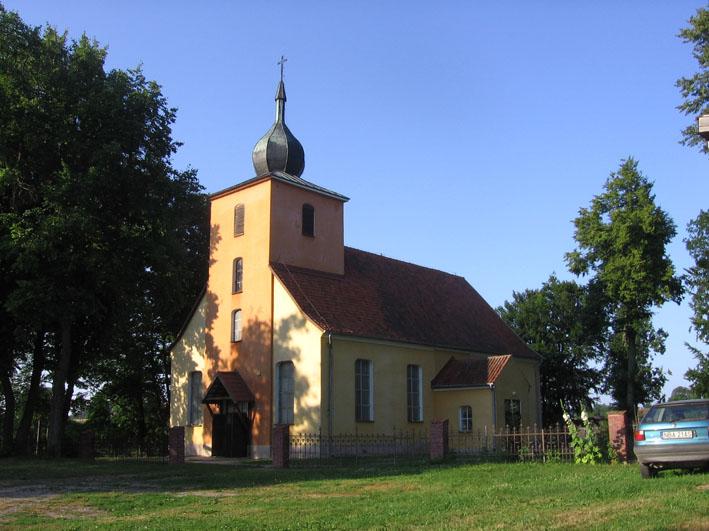 Die 1981 neu errichtete (jetzt katholische) Kirche