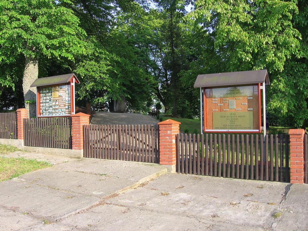 Eingang zum Ehrenfriedhof in Canditten/Kandyty