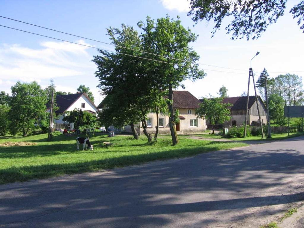 Ehemalige Post Otto Kroll (links) und Bäckerei Neumann (rechts)